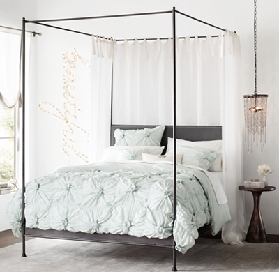 Superbe Caleigh Iron Canopy Bed